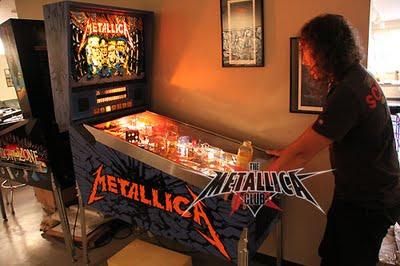 Hammet juega Metallica Pinball Machine